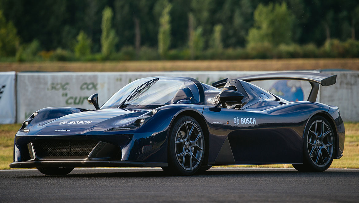 Side view of the Dallara Stradale – this sports car features Bosch technology.