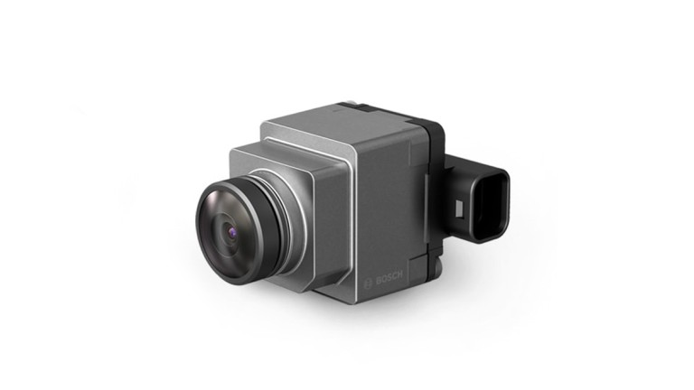 Near-range camera for industrial trucks and off-road vehicles